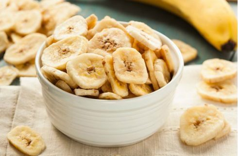 Heerlijke homemade spicy bananen chips