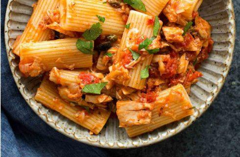 Heerlijke eiwitrijke pasta met tomatensaus en tonijn!