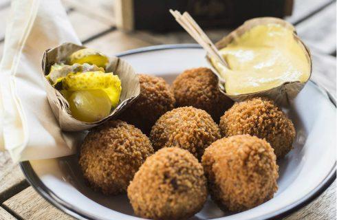 Bitterballen uit de oven écht gezonder dan die uit de frituur?