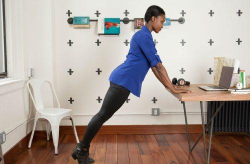 Beweeg meer op kantoor met deze mini werkplek workout!