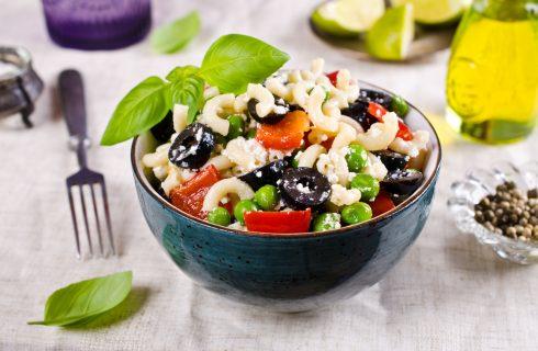 Met deze heerlijke macaroni salade kom jij de dag wel door