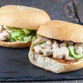 Lekkere lunch: broodje halloumi met avocado en yoghurtspread