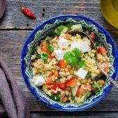 Simpele koolhydraatarme salade met vijgen en kikkererwten
