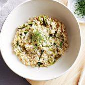 Simpele vegetarische risotto met champignons en groene asperges