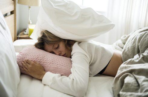 Te weinig slaap? Dit doet het dus met je lijf