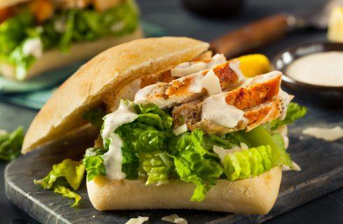 Een lekkere caesar sandwich voor de lunch