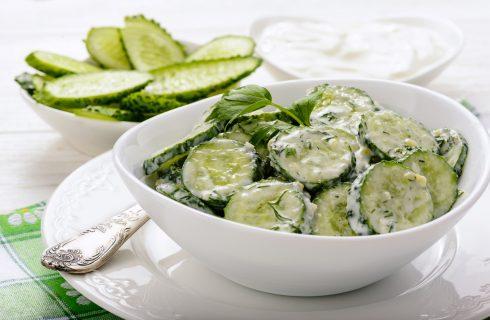 Makkelijke lunch: frisse komkommersalade met yoghurt en munt
