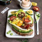 Toast met rucola-pesto en tomaat: lekker als lunch