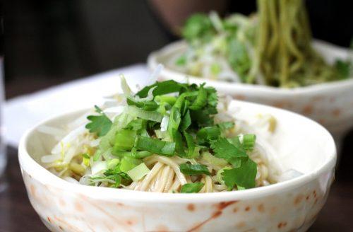 Waan je in Japan met deze veganistische Japanse noedelsoep