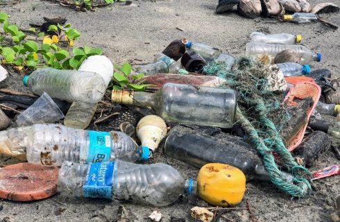 De invloed van het dagelijks gebruik van plastic op onze aarde
